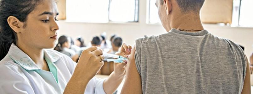 Adolescentes mineiros vacinados contra HPV estão longe do ideal; campanha é reforçada