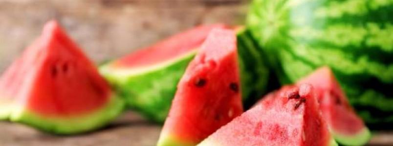 7 alimentos que ajudam a combater o inchaço