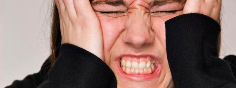 Enxaqueca não é dor de cabeça. Fadiga, mudança de humor e até bocejos podem ser sinais da doença