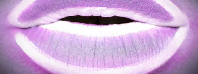 Maquiagem que imita luz neon está conquistando as mulheres