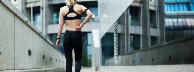 Alongamento para coluna: benefícios e 5 exercícios para corredores