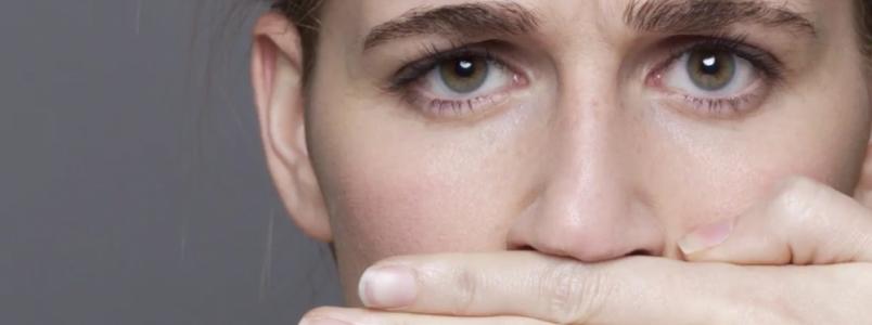Conheça a técnica que pode evitar o mau hálito matinal