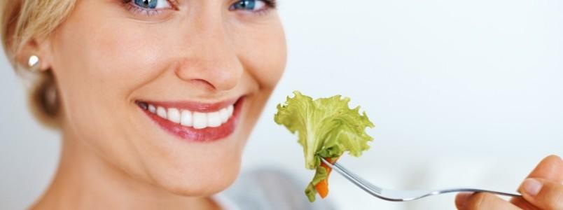 Comer devagar ajuda a emagrecer, reafirma estudo