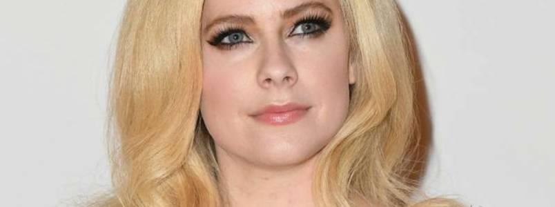 Avril Lavigne anuncia retorno e fala sobre sua luta contra doença grave