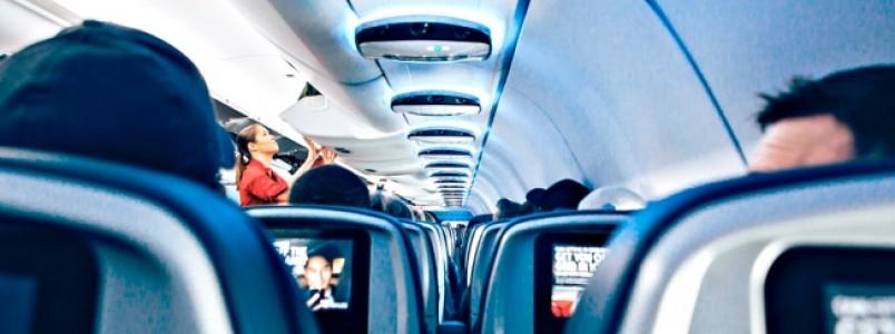 Ficar parado durante longos períodos em viagens pode provocar uma trombose