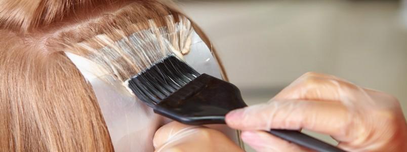 Saiba se as grávidas podem tingir o cabelo e fazer progressiva