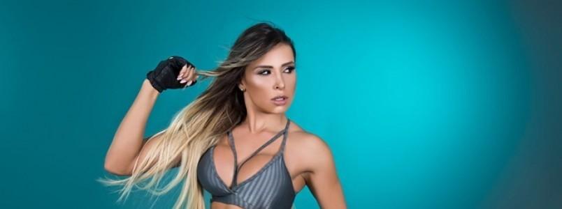 Alessandra Batista posa para campanha de grife Fitness e mostra corpão