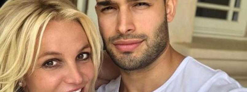 Britney Spears é hospitalizada após quebrar pé enquanto dançava