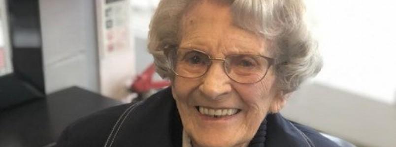 Coronavírus: mulher mais velha do mundo a vencer a covid-19 tem alta