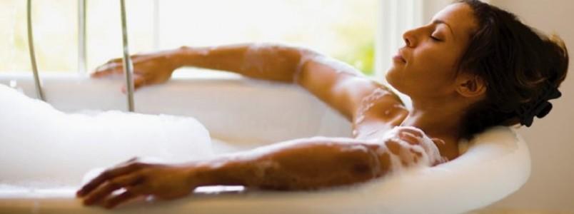 Banho quente queima a mesma quantidade de calorias que caminhada