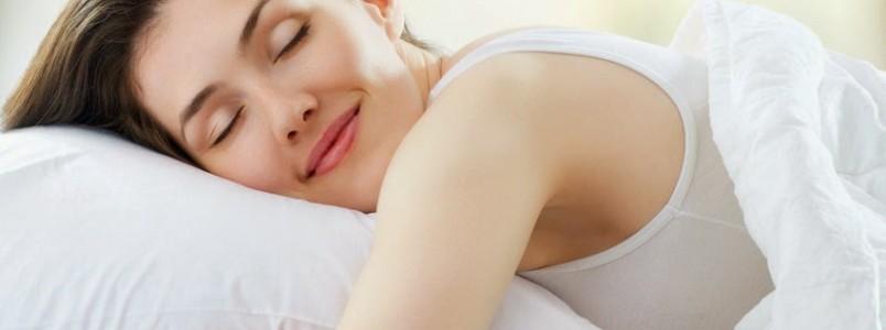 Dormir mais de dez horas por dia eleva risco de problemas cardiovasculares