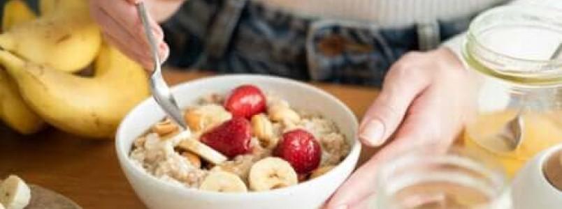Quais são os benefícios dos carboidratos no café da manhã?