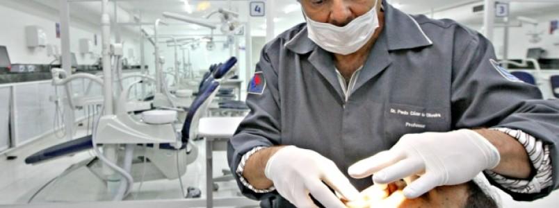Doenças bucais aumentam em até três vezes o risco de um infarto