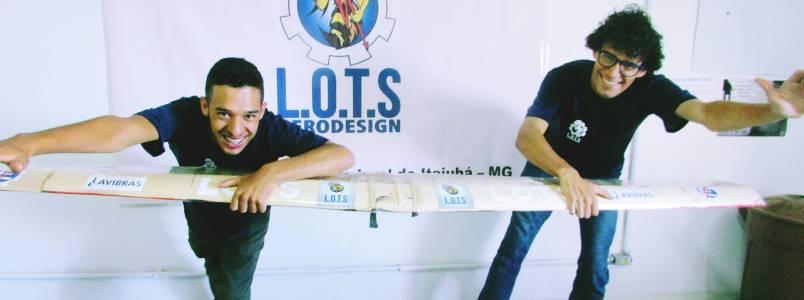 Estudantes em Itabira (MG) produzem aviões para competições nacionais