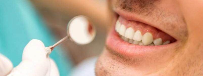 Um sorriso bonito pode aumentar sua confiança! Conheça procedimentos que destacam a beleza da boca